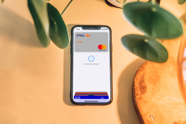 equifax-freeze-unfreeze-credit-girl-paying-using-guy-phone-credit
