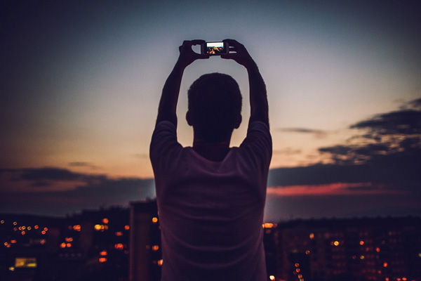 become-an-instagram-influencer-taking-a-picture-of-the-city